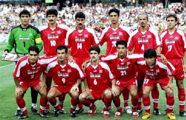Iran-1998-PUMA-away-kit-red-red-red-line-up.jpg