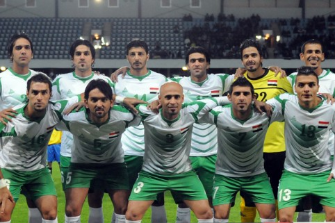 Iraq-12-13-PEAK-home-kit-white-green-white-line-up.jpg
