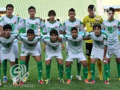 Iraq-12-13-PEAK-home-kit-white-white-green-line-up.jpg