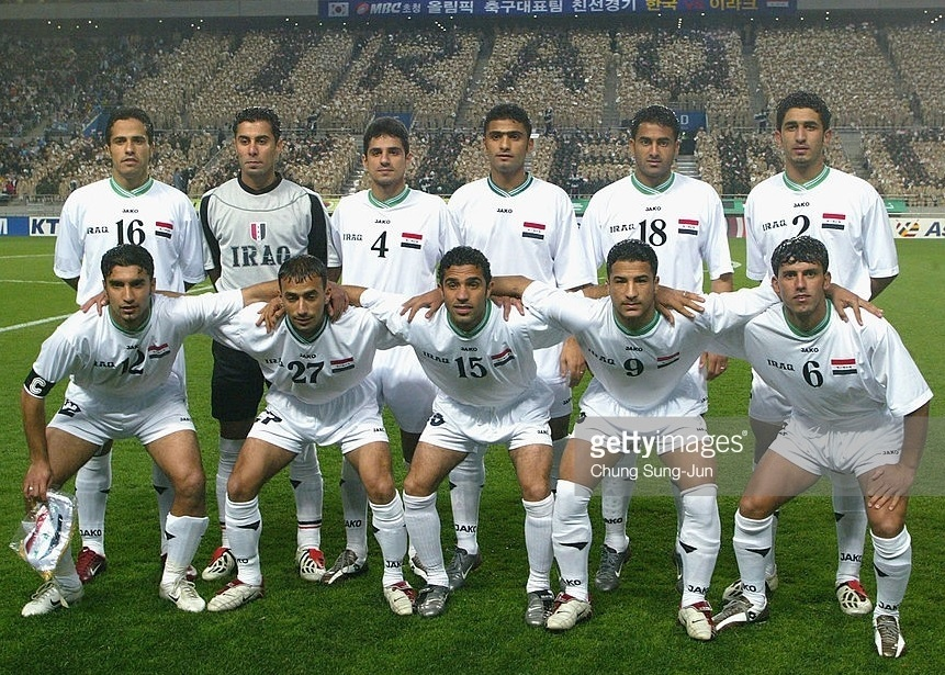 Iraq-2004-JAKO-olympic-home-kit-group-photo.jpg