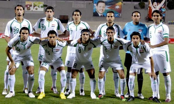 Iraq-2010-PEAK-home-kit-white-white-white-group-photo.jpg