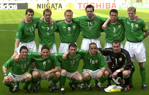 Ireland-02-03-UMBRO-home-kit-green-white-green-line-up.jpg