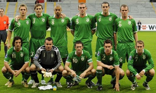 Ireland-08-09-UMBRO-green-green-green-group.JPG
