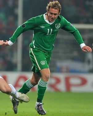 Ireland-10-11-UMBRO-home-kit-green-green-green.JPG