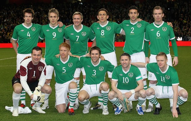 Ireland-10-11-UMBRO-home-uniform-green-white-stripe-group.jpg