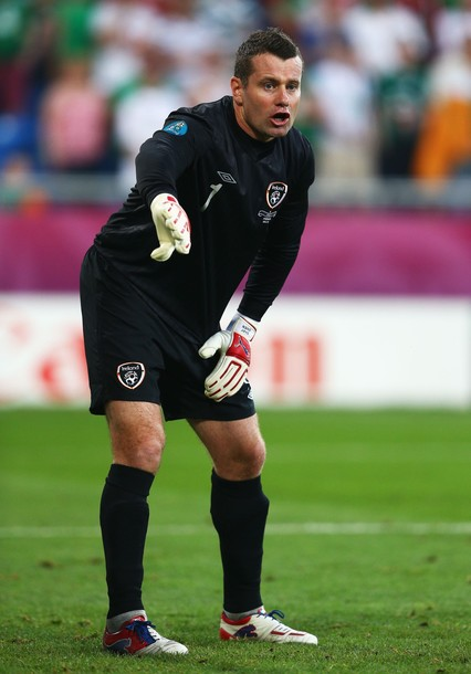 Ireland-12-13-UMBRO-GK-kit-black-black-black.jpg