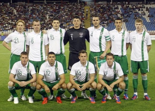 Ireland-12-13-UMBRO-away-kit-white-green-green-line-up.jpg