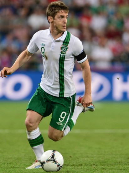 Ireland-12-13-UMBRO-away-kit-white-green-white-2.jpg