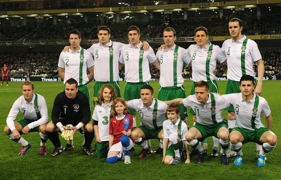 Ireland-12-13-UMBRO-away-kit-white-green-white-line-up.jpg