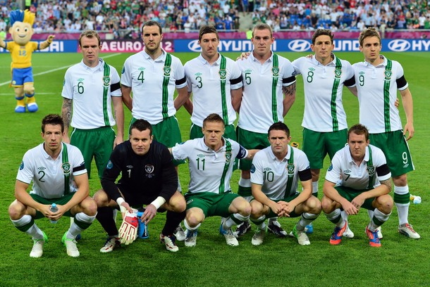 Ireland-12-13-UMBRO-away-kit-white-green-white-pose.jpg