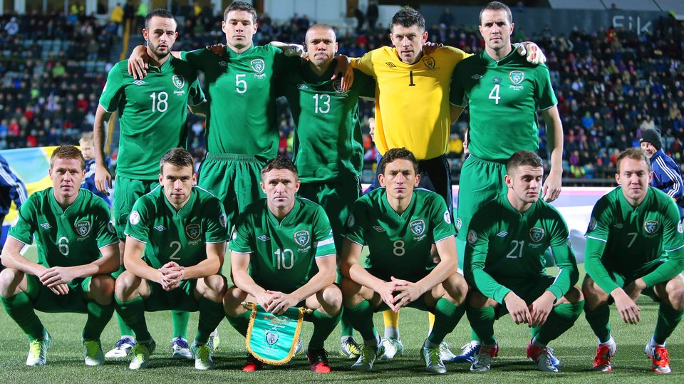 Ireland-12-13-UMBRO-home-kit-green-green-green-line-up.jpg