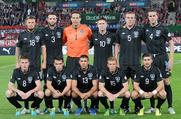 Ireland-13-14-UMBRO-away-kit-black-black-black-line-up.jpg