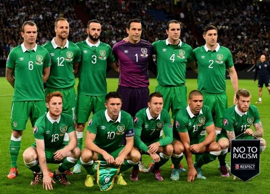 Ireland-14-15-UMBRO-home-kit-green-green-green-line-up.jpg