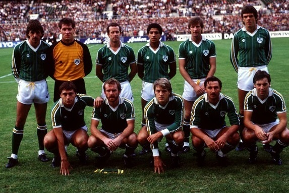 Ireland-1981-home-kit-green-white-green-line-up.jpg