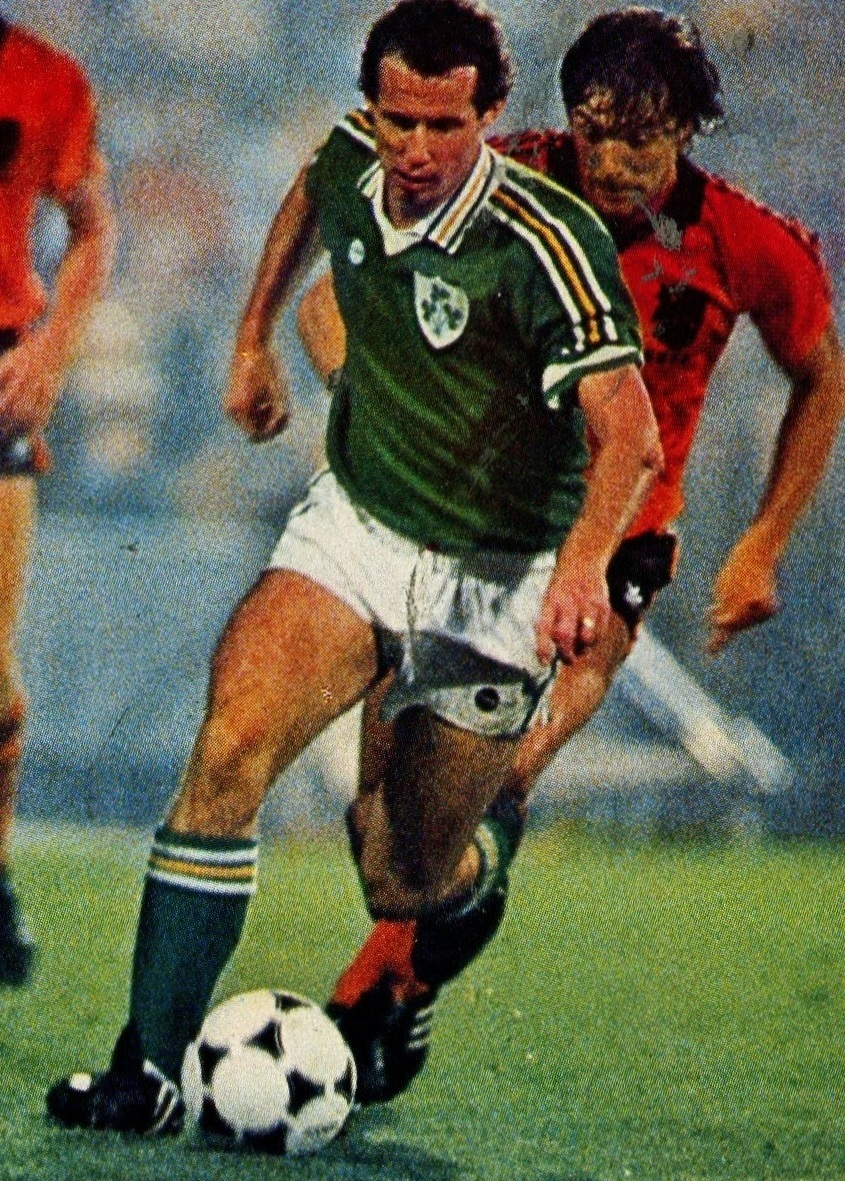 Ireland-1981-home-kit-green-white-green.jpg