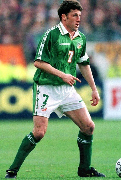 Ireland-1996-97-UMBRO-home-kit-green-white-green.jpg