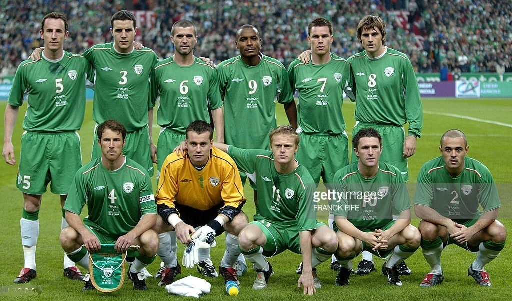 Ireland-2004-05-UMBRO-home-kit-green-green-white-line-up.jpg