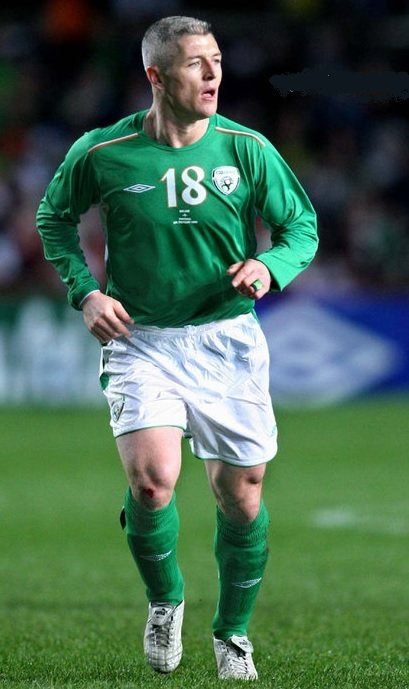 Ireland-2004-05-UMBRO-home-kit-green-white-green.jpg