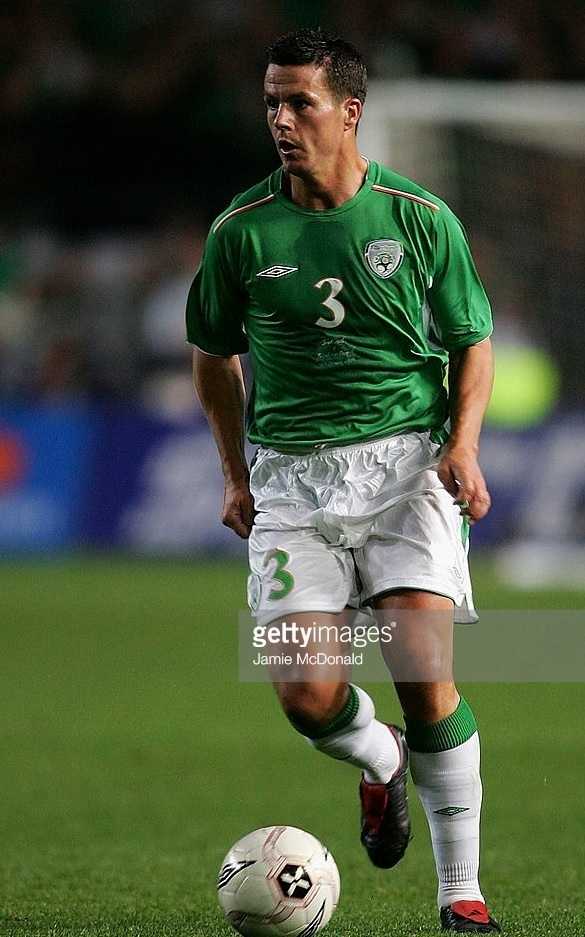 Ireland-2004-05-UMBRO-home-kit-green-white-white.jpg