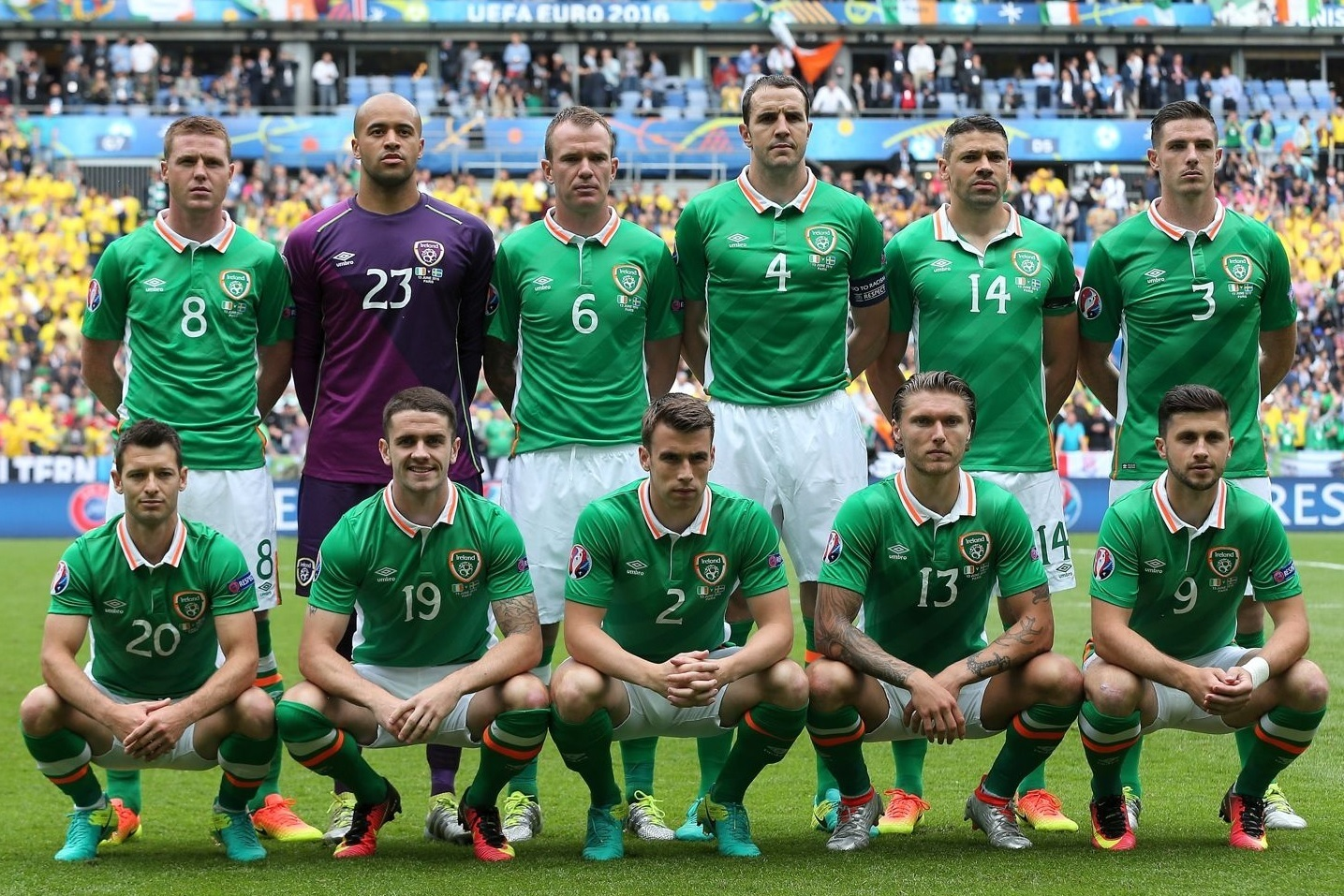 Ireland-2016-UMBRO-home-kit-green-white-green-line-up.jpg