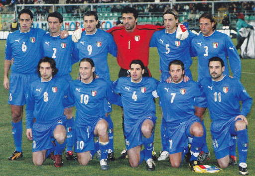 Italy-03-04-PUMA-home-kit-blue-blue-blue-line-up.jpg