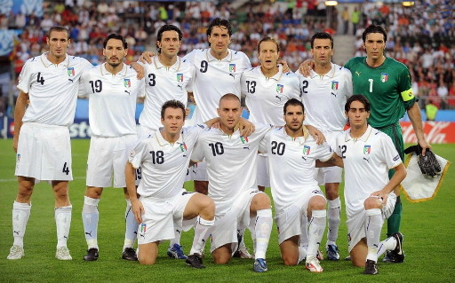 Italy-08-09-PUMA-away-kit-white-white-white-line-up.jpg