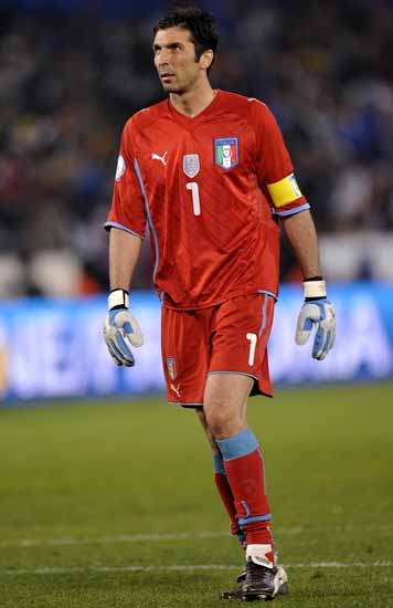 Italy-09-PUMA-GK-uniform-red-red-red.JPG