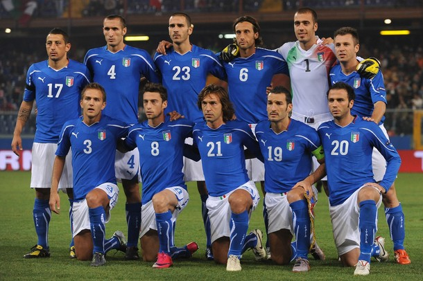 Italy-10-11-PUMA-Euro-home-kit-blue-white-blue-pose.jpg