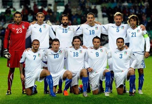 Italy-10-11-PUMA-away-kit-white-white-blue-pose.JPG