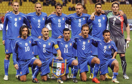 Italy-10-11-PUMA-home-kit-blue-blue-blue-pose.JPG