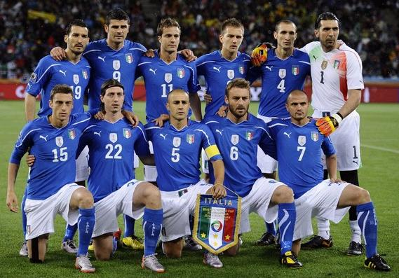 Italy-10-11-PUMA-home-kit-blue-white-blue-pose.JPG