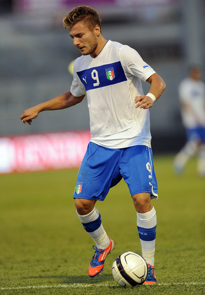 Italy-12-13-PUMA-away-kit-white-blue-white.jpg