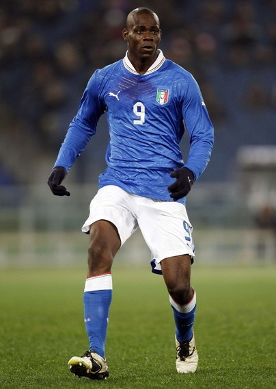 Italy-12-13-PUMA-home-kit-blue-white-blue.jpg