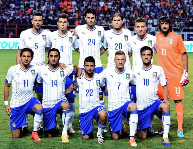 Italy-14-15-PUMA-away-kit-white-blue-white-line-up.jpg