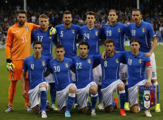 Italy-14-15-PUMA-home-kit-blue-white-blue-line-up.jpg