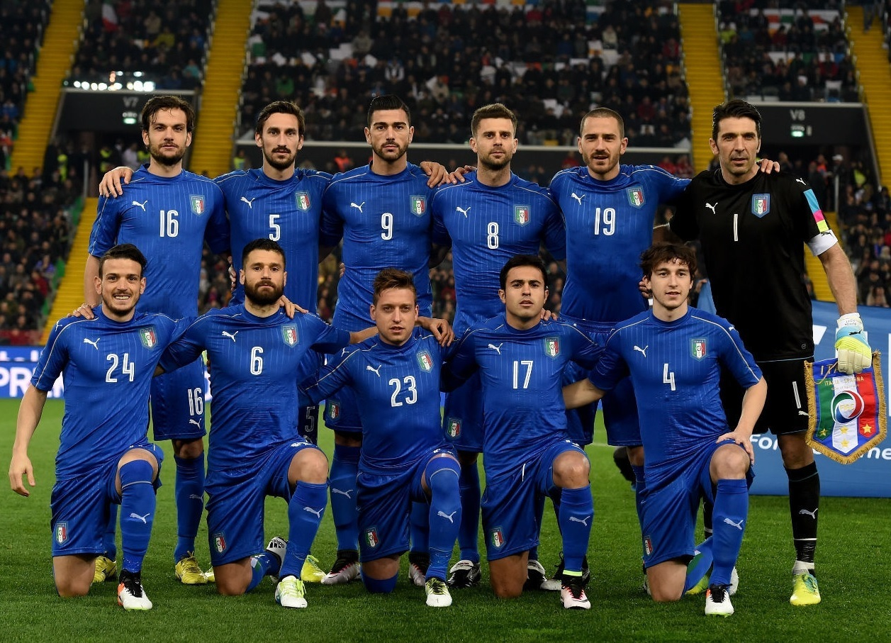Italy-2016-PUMA-home-kit-blue-blue-blue-line-up.jpg