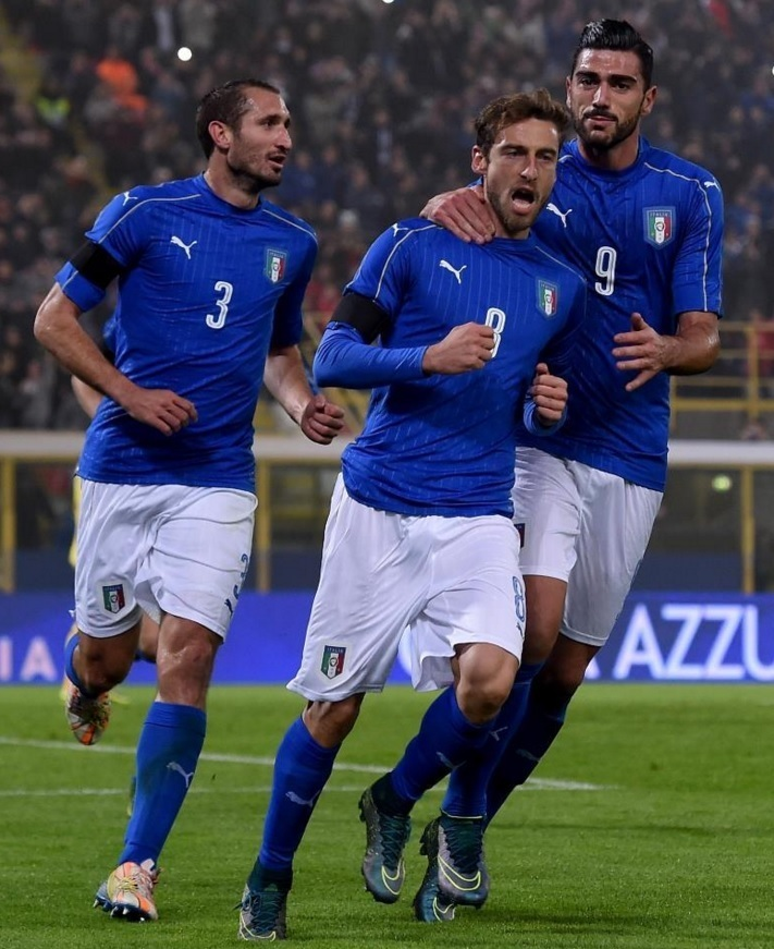 Italy-2016-PUMA-home-kit-blue-white-blue-2.jpg
