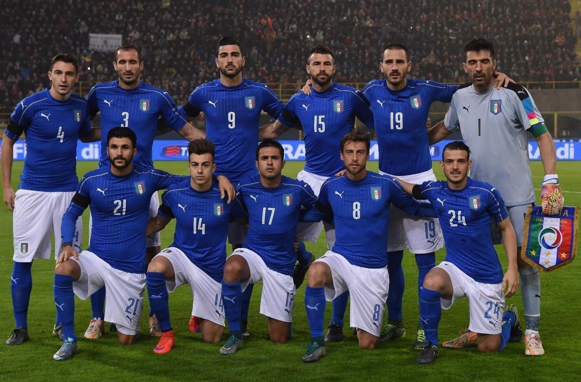 Italy-2016-PUMA-home-kit-blue-white-blue-line-up.jpg