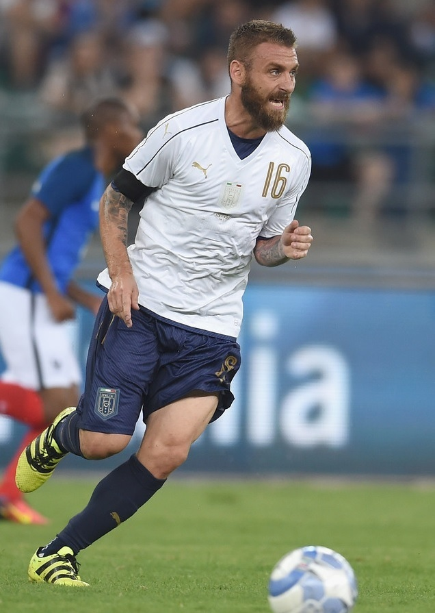 Italy-2016-PUMA-tribute-away-kit-white-navy-navy.jpg