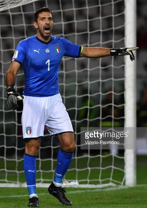 Italy-2018-world-cup-home-kit-Gianluigi-Buffon-2.jpg