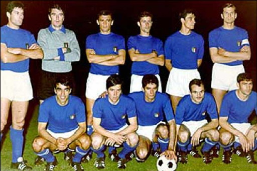 Italy-68-unknown-kit-blue-white-blue-line-up.jpg