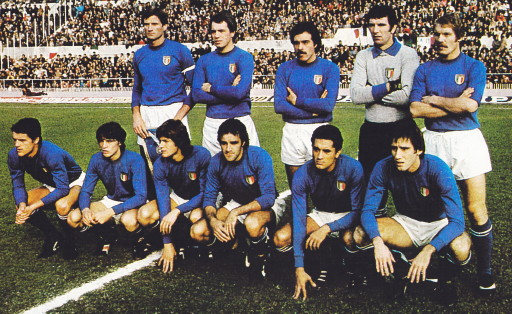 Italy-77-unknown-home-kit-blue-white-blue-line-up.jpg