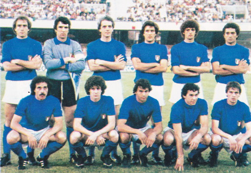 Italy-80-unknown-kit-blue-white-blue-line-up.jpg