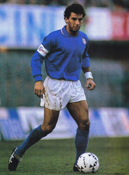 Italy-90-diadora-home-kit-blue-white-blue.jpg