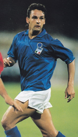 Italy-93-DIADORA-home-kit-blue-white-blue.jpg