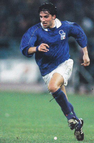 Italy-94-95-NIKE-home-kit-blue-white-blue.jpg