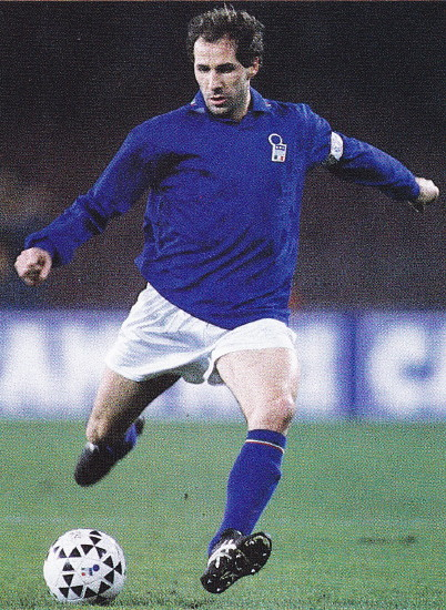 Italy-94-DIADORA-home-kit-blue-white-blue.jpg