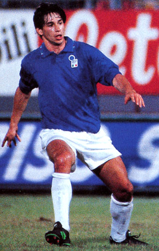 Italy-94-DIADORA-numberless-blue-white-white.JPG