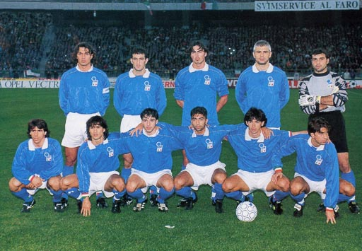 Italy-95-NIKE-home-kit-blue-white-blue-line-up.JPG