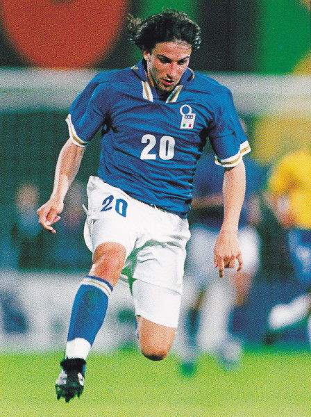 Italy-96-97-NIKE-home-kit-blue-white-blue-2.jpg
